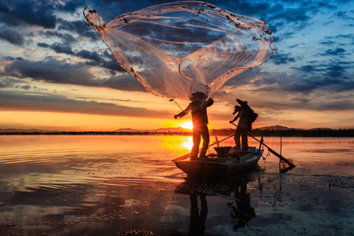 Fishers casting a net